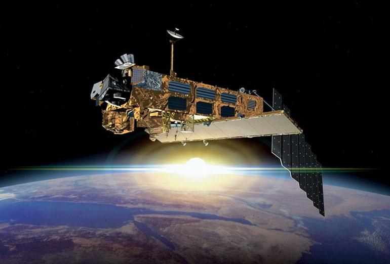 Canon EOS 5D на борту нового околоземного спутника