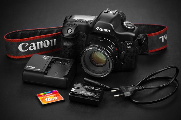 Купить профессиональный фотоаппарат Canon EOS 5D
