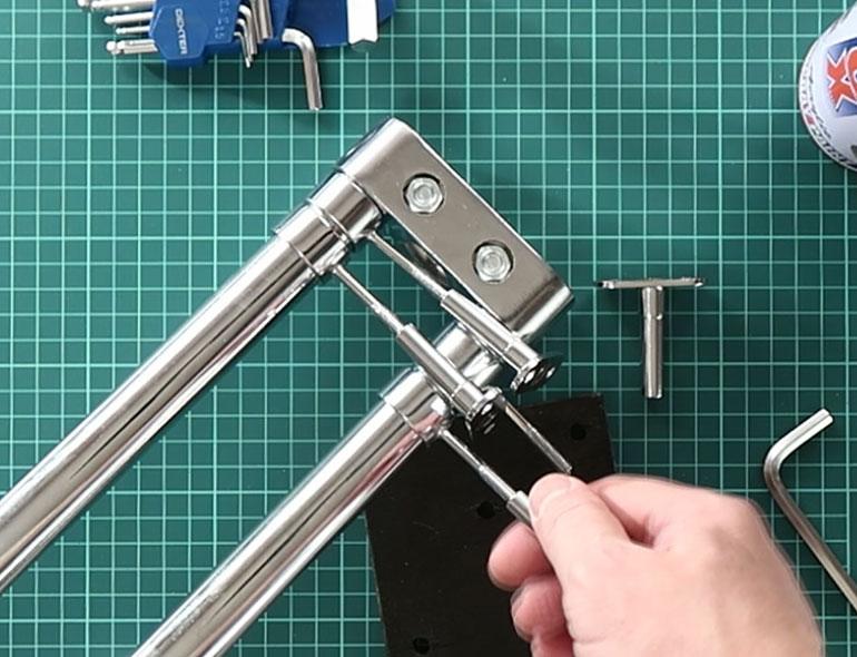 Фиксаторы с резьбовыми стойками слайдера